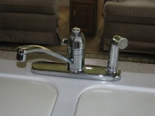 Kitchen faucet with sprayer install